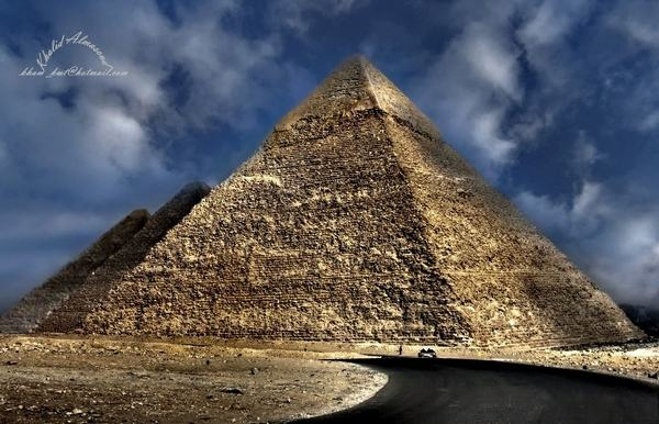 The_Great_Pyramids_at_Giza_2.jpg