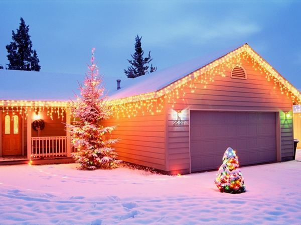 christmas-house-decorations-wallpapers_31830_1024x768.jpg